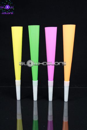 Lot de 4 trompettes fluo UV ass
